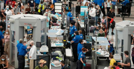 Pandemic's Busiest Airport Travel Weekend Met With Chaos And 'Extremely.png